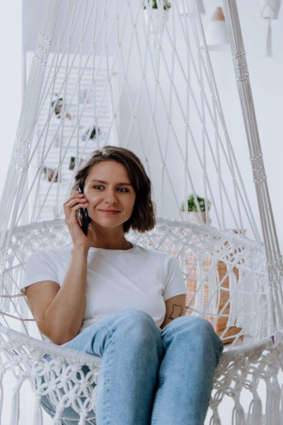 Une consultation de voyance suisse par téléphone avec un voyant et astrologue reconnu